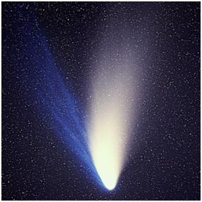 """شکل(1): دنباله دار """"هیل باپ"""" یا C/1995 O1"""""""" دنباله داری که شاید بیش از هر دنباله دار دیگری در آسمان رویت پذیر باقی ماند( حدودا 18 ماه ) و نام """"دنباله دار بزرگ """"1997 را از آن خود کرد."""